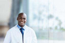 Softwares em laboratórios aumentam a eficiência de atendimento ao paciente