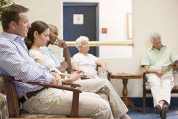 Sistema de gestão de filas pode ajudar a sua organização a fidelizar o paciente