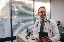 Tecnologia na medicina: 5 benefícios e ferramentas essenciais