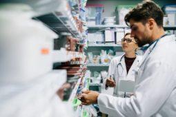A importância de controlar validades e lotes dos insumos no estoque da sua clínica